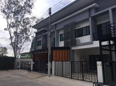 ทาวน์เฮาส์ 3000000 ปทุมธานี เมืองปทุมธานี บ้านใหม่